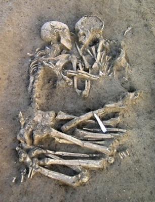 ¿Abrazo eterno?. Hallada una pareja abrazada de hace 5.000 años